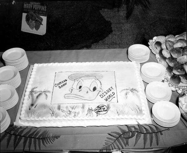 A Donald Duck cake served at the event.