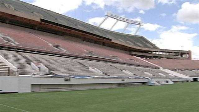 Orlando City Council members approved a multi-million dollar contract Monday to renovate the aging Citrus Bowl.