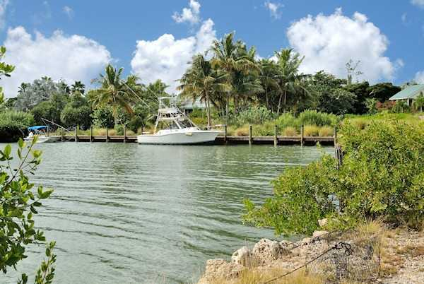 A 200 foot private boat basin offers access to the lake.