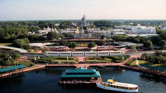 The train station, the ferry and even the monorail are popular for on-the-move photo opportunities.