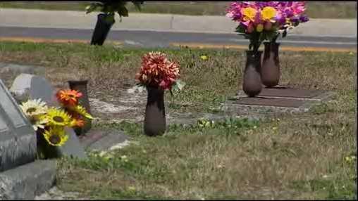 Flower vases stolen from Sanford cemetery