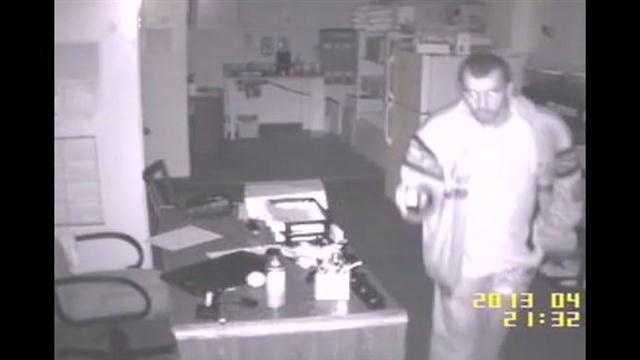 Raw Video: Comfort Inn burglar