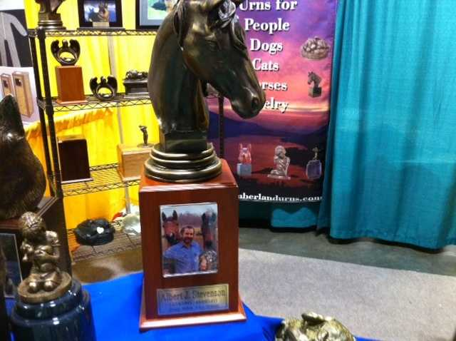 Horses can also be remembered with this horse urn.