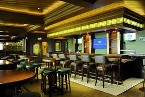 O'Gills on the Disney Magic is an Irish pub and sports bar recalling traditional pub days of olde, designed with rich green accents and traditional decor.