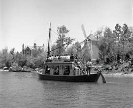 """The Swiss Family Robinson Treehouse and Mike Fink Feel Boats used """"B"""" tickets."""