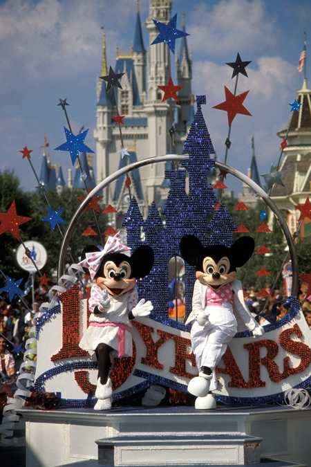 In October 1986, 15 Years of Magic started to roll down Main Street, U.S.A., celebrating the 15th anniversary of the Walt Disney World resort.