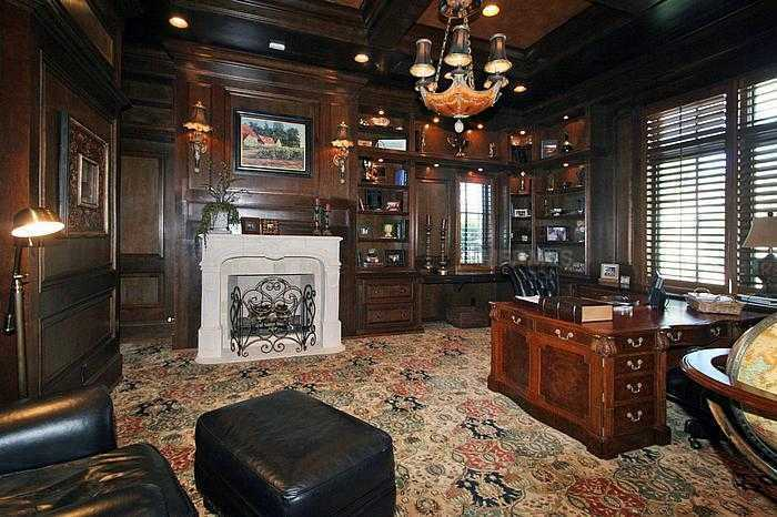 Alternate view of this magnificent office space.