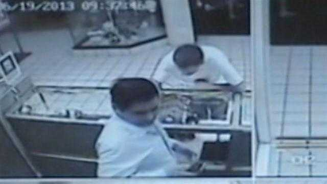 Raw Video: Jewelry thief sought in Sanford