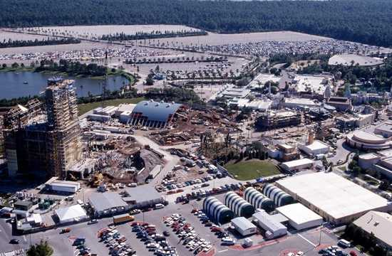 The roadway and area was under construction as of Nov. 1993. Can you see the Theater of the Stars and the Hollywood Tower Hotel?