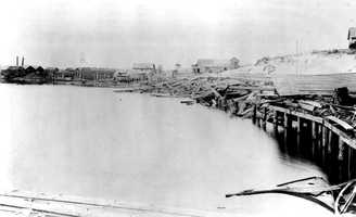 1899: Hurricane causes devastation in Apalachicola.