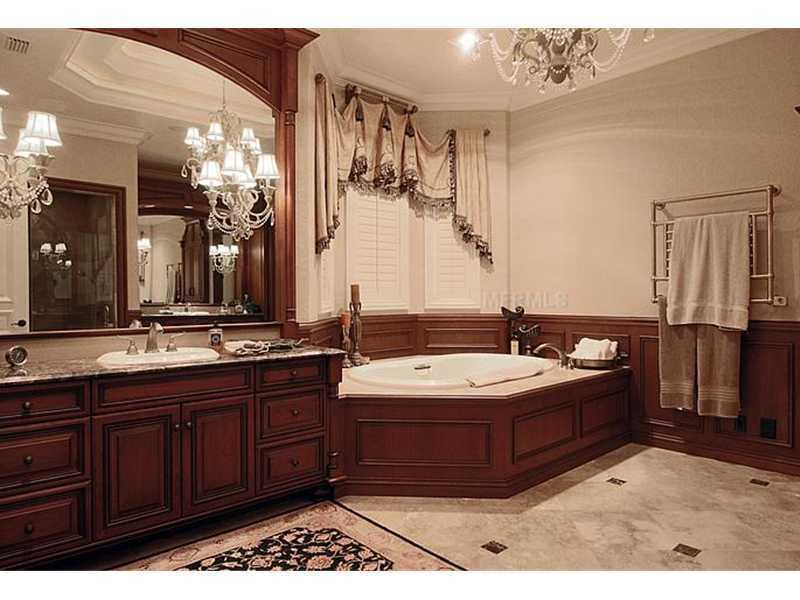 From this view you can see the second vanity and gorgeous spa tub.