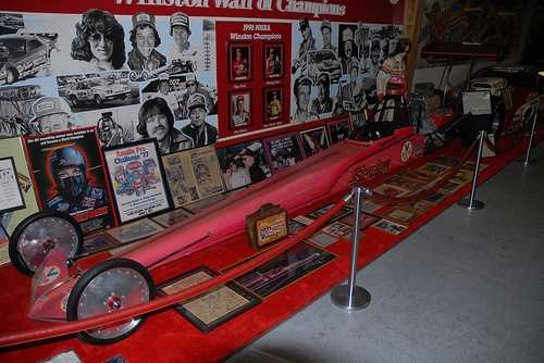 Big Daddy Don Garlits Museum of Drag Racing in Ocala: The museum is spread over several rooms and houses more than 200 quarter milers including, fuel dragsters, stock cars, funny cars and exhibitions cars like the Little Red Wagon.