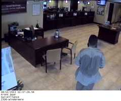 Winter Garden police are looking for the man who held up the BB&T bank on Wednesday.