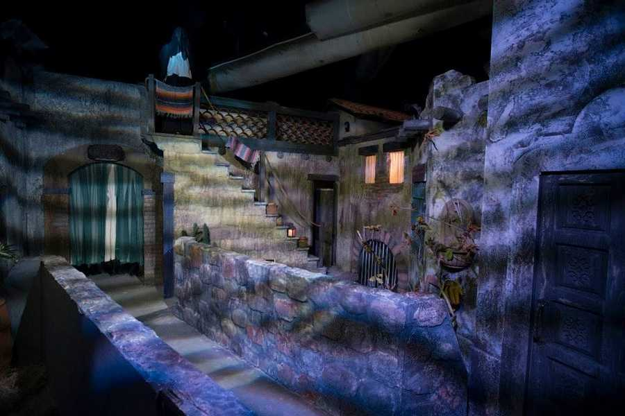 halloween horror nights inside the la llorona haunted house
