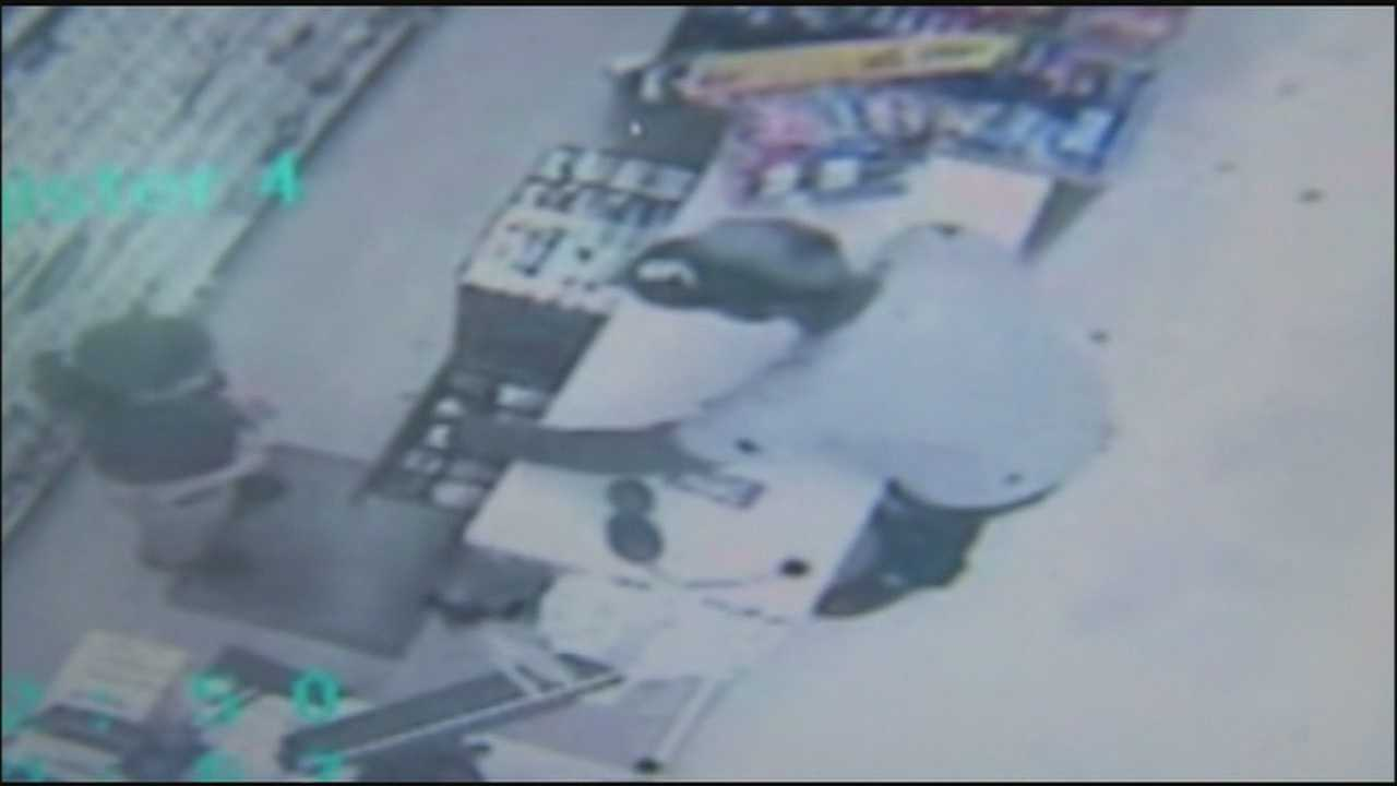 A robber packing a pistol robbed an Altamonte Springs drug store on Friday.