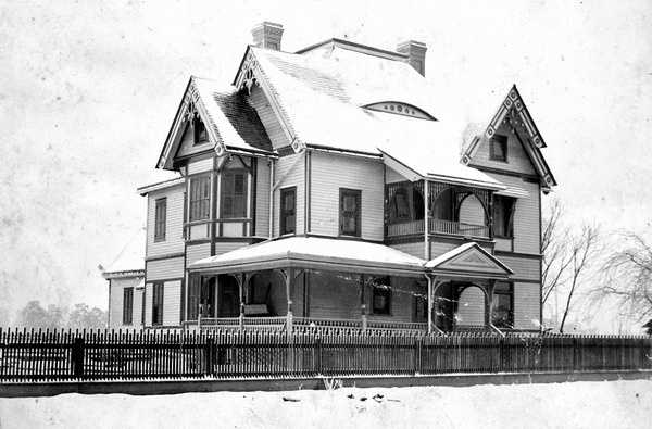 Snow on top of a roof of a house in Marianna, Florida. Photograph taken in 1895.