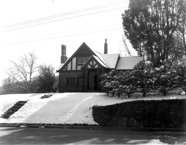 A home covered in snow in Tallahassee, Florida. Photograph taken in 1958.