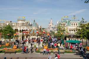 Mickey's Halloween Celebration debuted at Disneyland Paris this week.