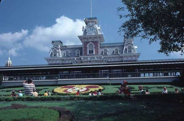 1979: The entrance to the theme park.
