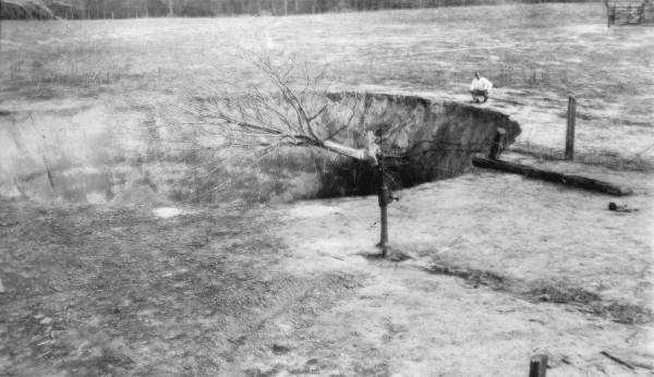 Another view of the sinkhole on Steve Bird's farm near Jasper, Fla., Hamilton County in 1936.