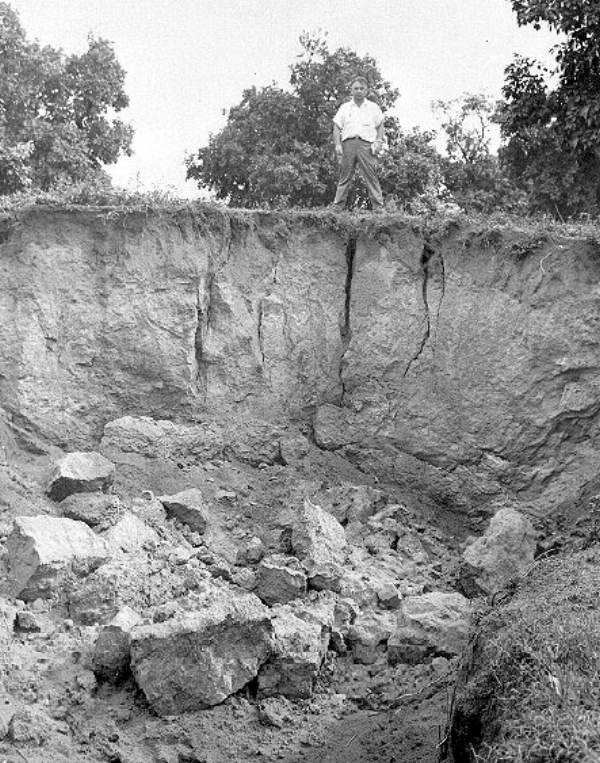 A sinkole formed in Bartow (Date not known).