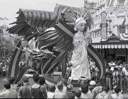 "The parade's soundtrack was a blend of an antique band organ with a modern synthesizer. The music featured new arrangements for ""Oh Susanna"" and ""Turkey in the Straw"" which were recorded from a 300-pipe, 19th century military trumpet organ called the Sadie Mae of St. Louis at the Grand Ole Opry in Nashville."