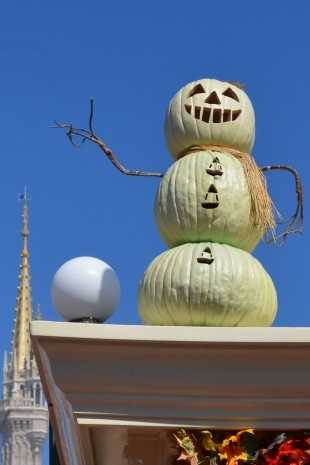 Getting ready to carve that pumpkin for Halloween, but not sure what design you want? Just look to Main Street U.S.A. at Magic Kingdom for inspiration!