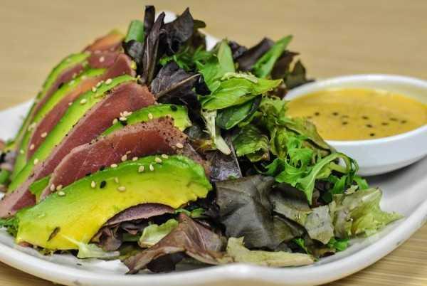 Ahi salad roll