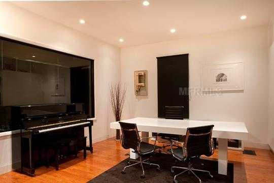 This is more than a potential office space. For the full-time freelancer, this is a great space for meetings as well.