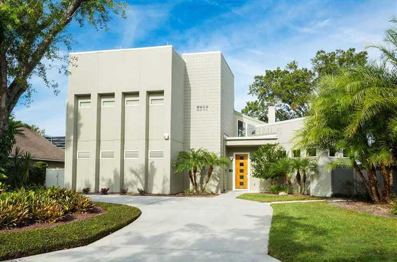 Sitting on 0.91 acres in Maitland, Florida, this modern home features 4 bedrooms and 3.5 bathrooms.