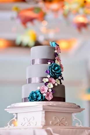 To properly sculpt the fancy designs on the cake, bakers often use fondant, a substance similar to icing.