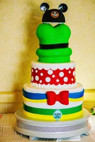 Do you recognize the characters that are a part of this cake?