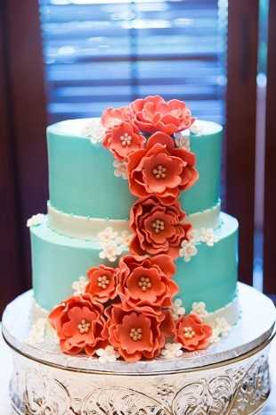 These cakes look too pretty to eat!
