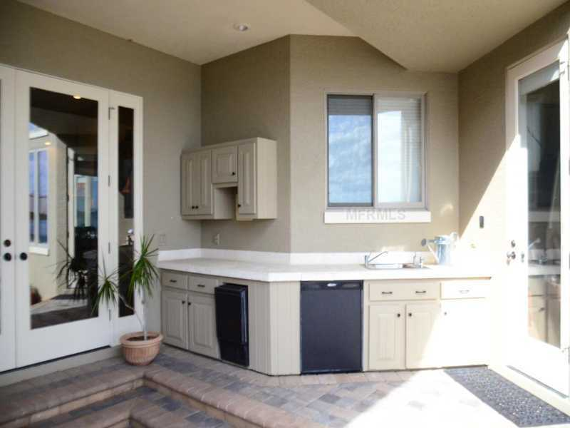 The home also has an outdoor kitchenette.