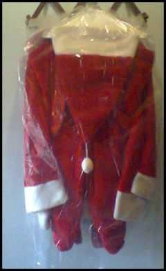 John E. Robinson personally worn Santa Claus suit. Robinson was sentenced to death for killing victims he met on the Internet: $1,500