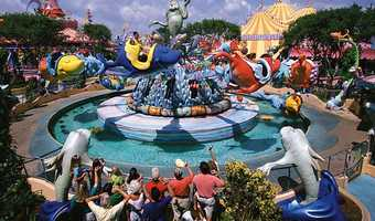 14. One Fish, Two Fish, Red Fish, Blue Fish: Guests will fly low and high while spinning and swooping around fountains that squirt in time to a musical rhyme. Height requirement: 48 inches