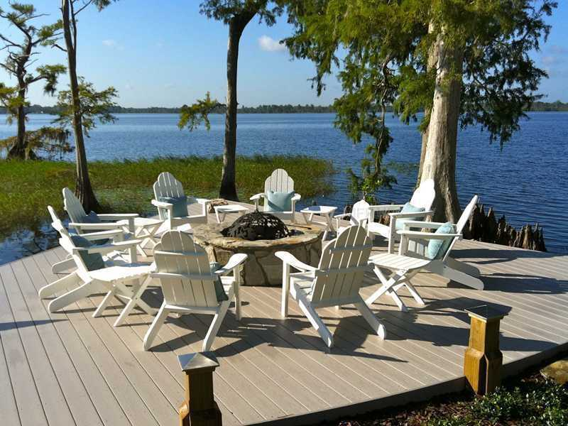 Your guest will have a hard time leaving this lakeside paradise.
