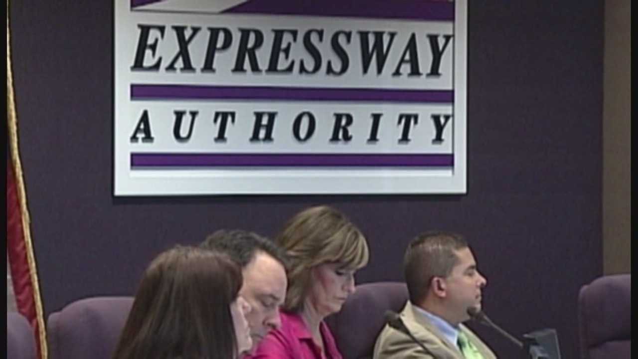 State lawmakers debating disbanding Expressway Authority
