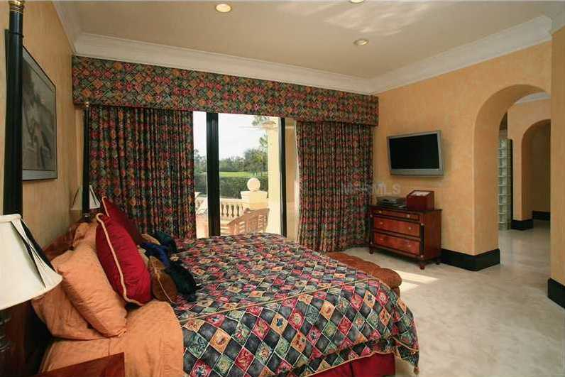 A view of the guest bedroom.