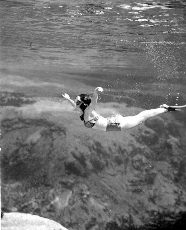 Geraldine Hatcher performing an underwater ballet in 1947.