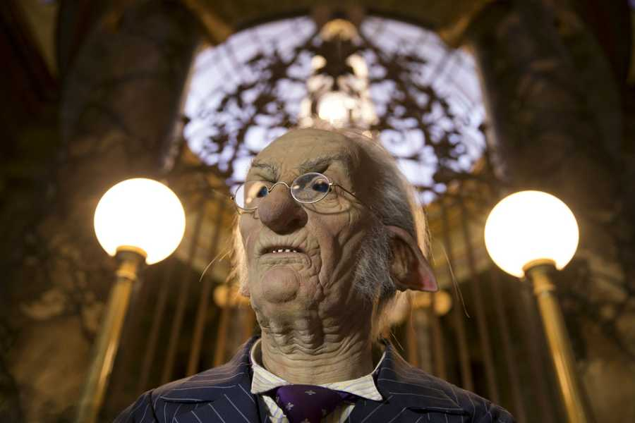 Harry Potter and the Escape from Gringotts will be open to park guests this summer. Here are some renderings to give you a glimpse of what to expect.