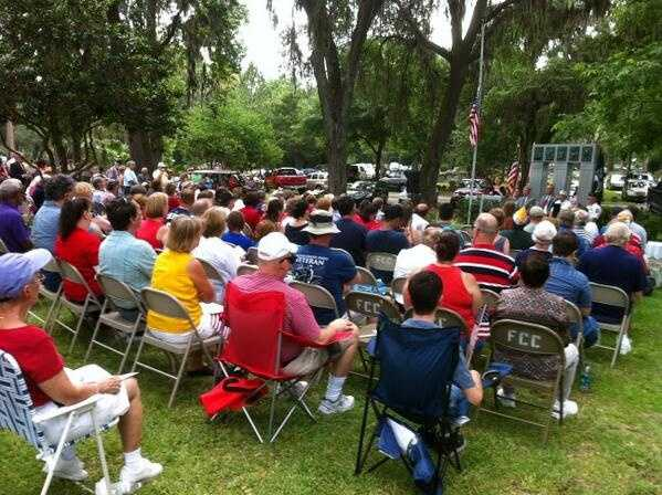 Scores gather for Memorial Day at Edgewood Greenwood Cemetery.