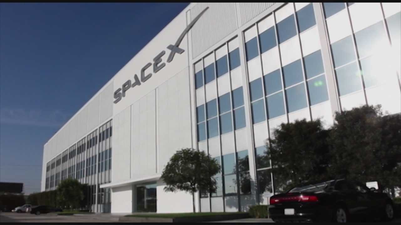 America has not seen a new-generation spaceship since 1979. At SpaceX headquarters in Hawthorne, Calif., on Thursday, the company will unveil the Dragon V2.