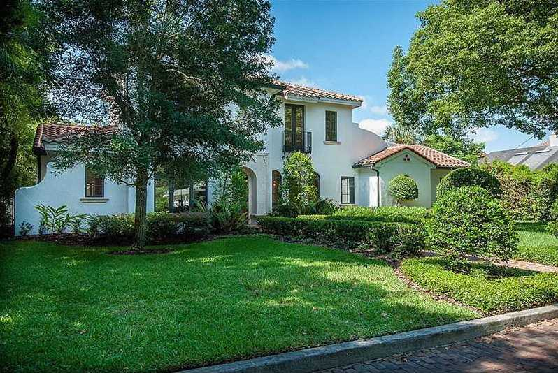 The property sits on 0.3 acres in Winter Park. The home is located in a prime location near Park Avenue.