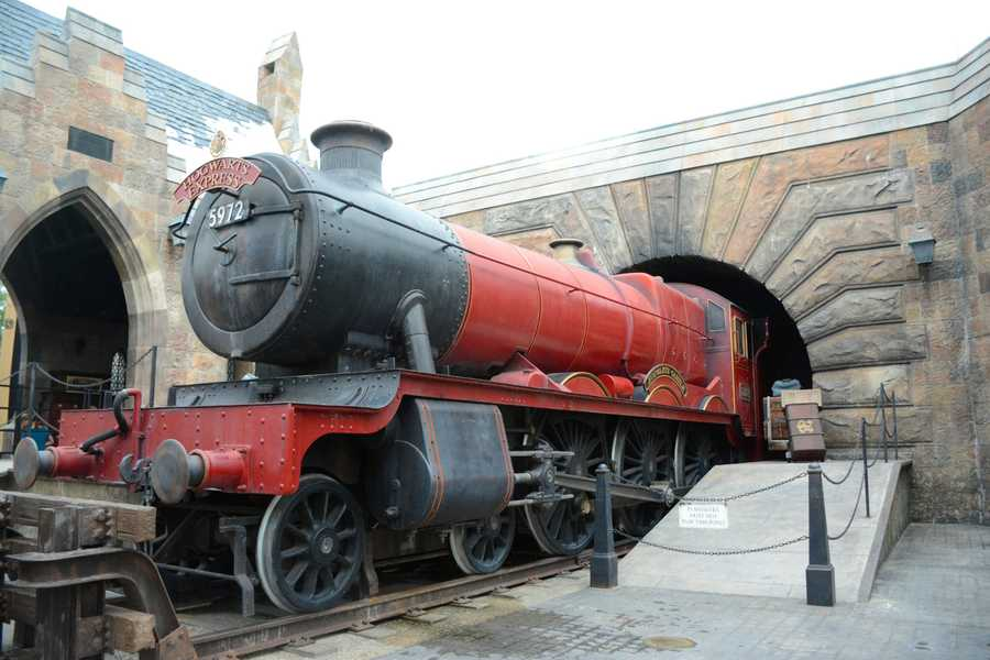 Diagon Alley has removed the wall that separated it from guests who visited Universal Studios. Now, visitors to the park can get a clear view of the newest addition to The Wizarding World of Harry Potter.