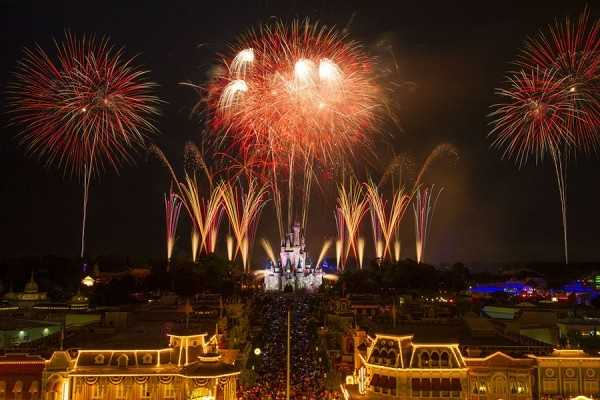 """""""Disney's Celebrate America! A Fourth of July Concert in the Sky"""" has begun at Magic Kingdom. See pictures from the July 3 performance."""