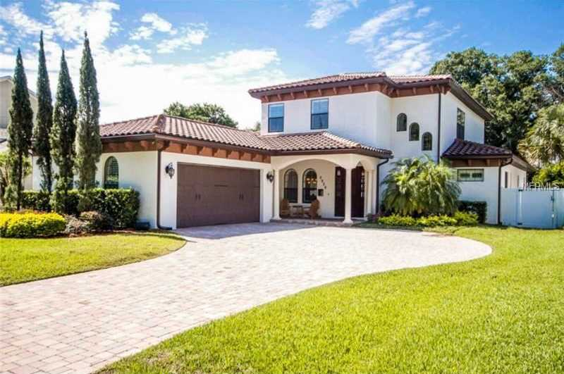 This spacious 5 bedroom, 4 bathroom property in Winter Park is on the market.