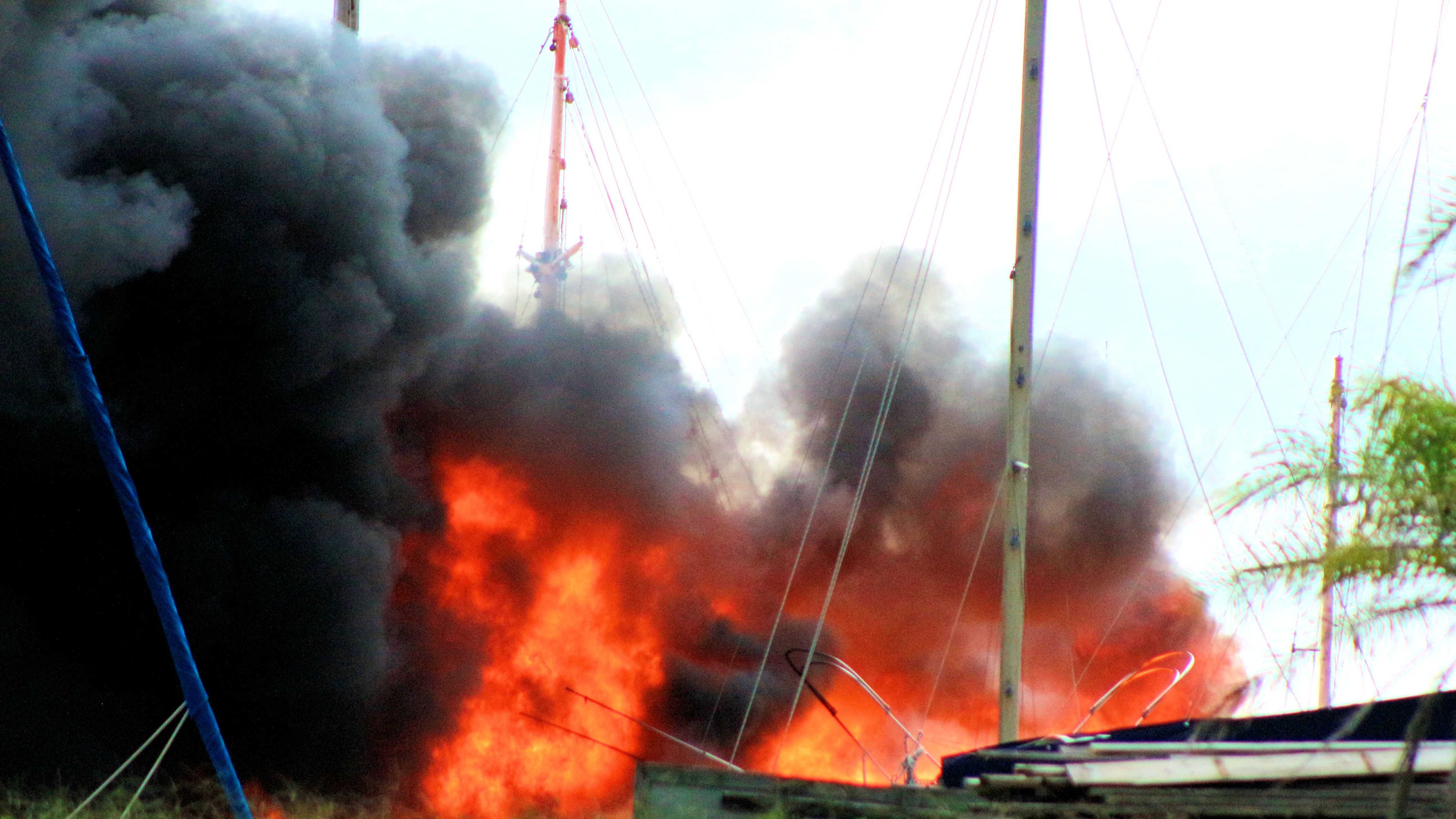Titusville boat fire - u local.jpg