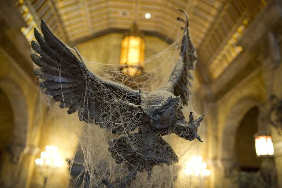 9. Some of the sculptures featured in the lobby are the work of 19th century sculpture Auguste Moreau.