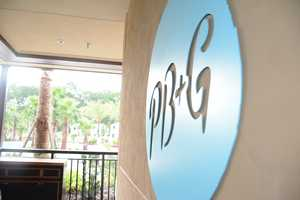 PB&G (the Pool Bar & Grill) offers premium American barbecue dishes, fresh salads, frozen cocktails and an extensive kids' and teens' menu.